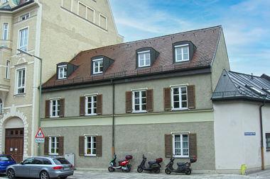 Berg am Laim: Nebengebäude Josephsburgstr. 20a