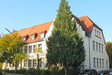 Hadern: Volksschule Canisiusplatz 2