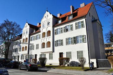 Laim: Mietshausgruppe Camerloherstr. 62
