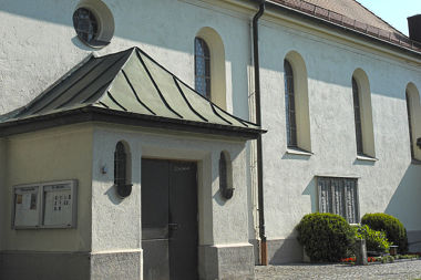 Lochhausen: Pfarrkirche Schussenrieder Str. 6