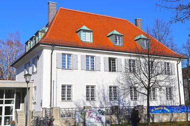 Milbertshofen: Pfarrhaus Milbertshofener Platz 2