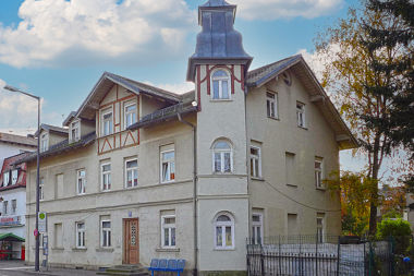 Moosach: Vorstadthaus Pelkovenstr. 86