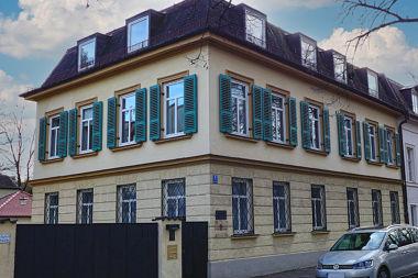 Nymphenburg: Traufhaus Zuccalistr. 1