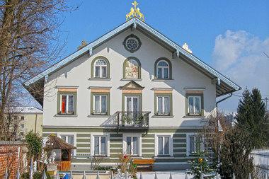 Perlach: Bauernhaus Pfanzeltplatz 2