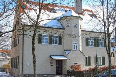 Perlach: Pfarrhaus Sebastian-Bauer-Str. 23