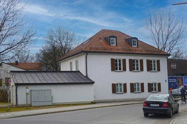 Trudering: Walmdachhaus Birthälmer Str. 80