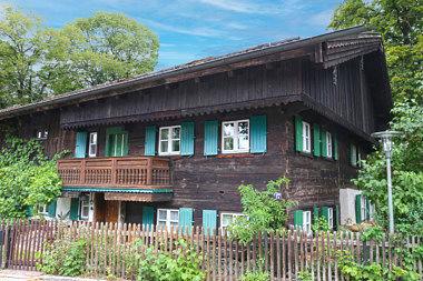 Unterhaching: Wohnhaus Bürgermeister-Prenn-Str. 17