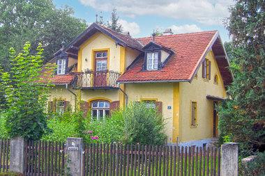 Vaterstetten: Wohnhaus Dorfstr. 1