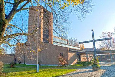Waldperlach: Pfarrzentrum Putzbrunner Str. 270